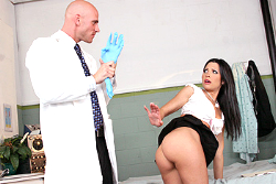 doctor adventures Rebeca Linares img