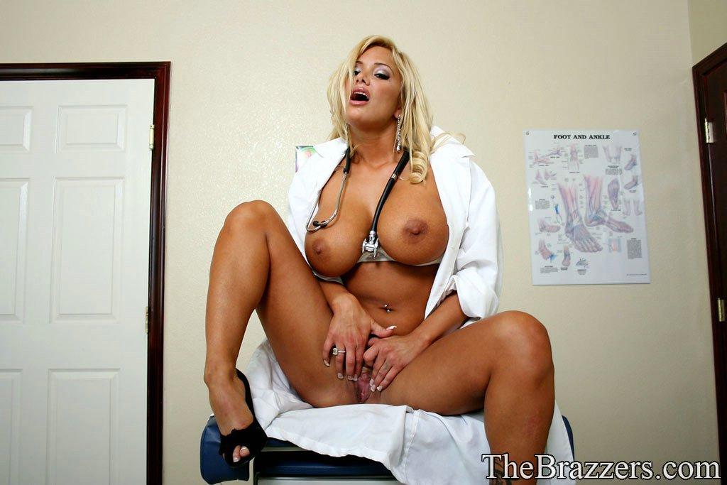 зрелые женщины в порно медсестры